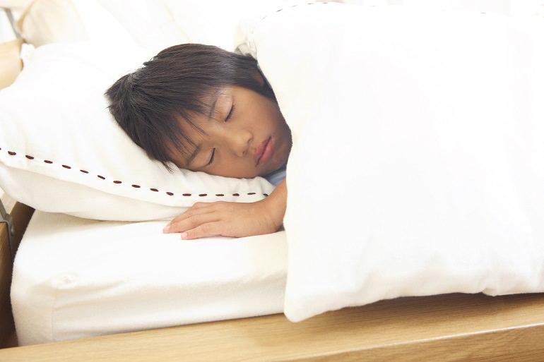 お子様自身も、お家の方も、「おねしょ」は悩みのタネ。